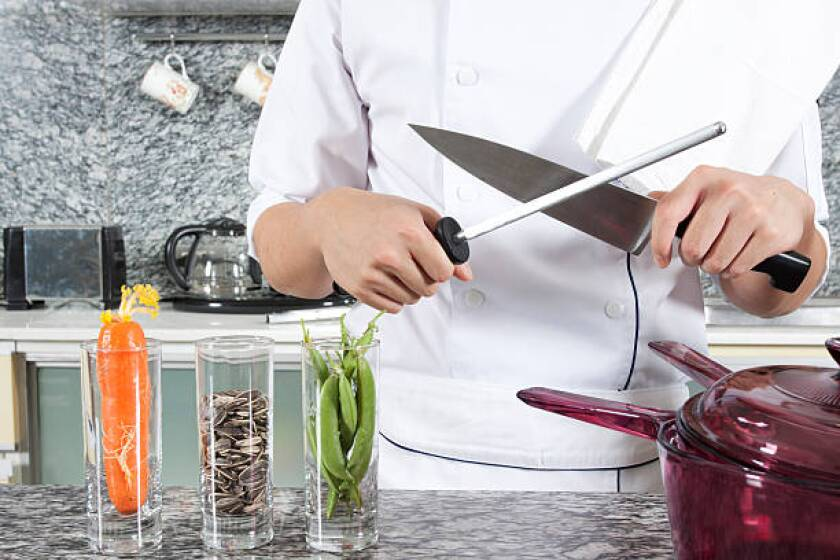 Manual vs. Electric Knife Sharpeners: Which Should You Choose?