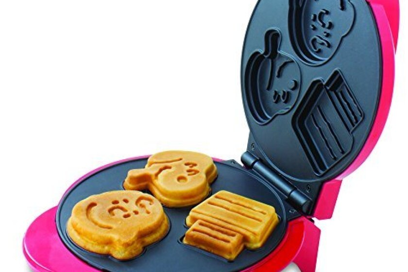 Smart Planet WM6S Peanuts Snoopy and Charlie Brown Waffle Maker