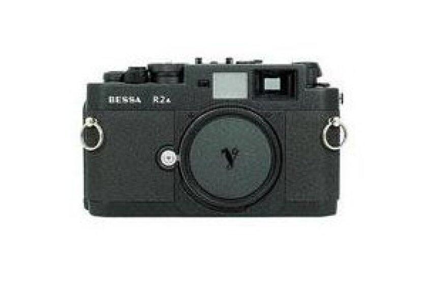 Voigtlander Bessa-R2A (.7 Viewfinder) 35mm Rangefinder Manual Focus Camera Body