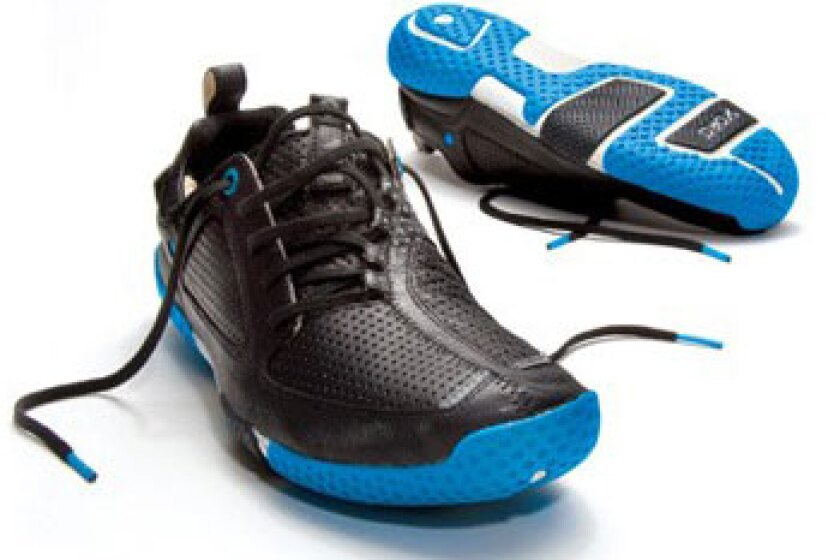 Skora Form Running Shoe